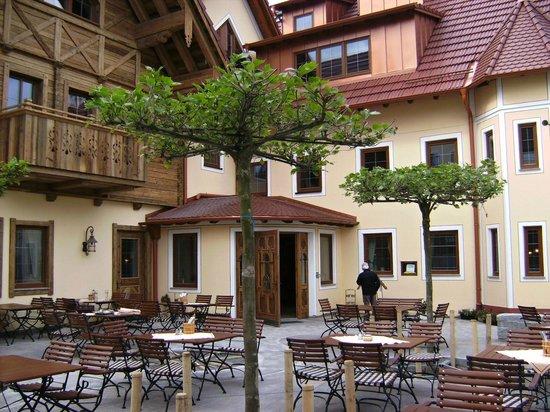 """Hotel Gasthof Adler: Das Hotel-Restaurant """"Adler"""" nach der Erweiterung"""