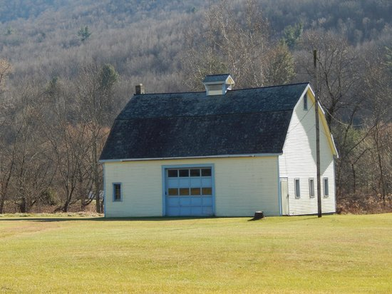 Big Big on the Battenkill: Our Big Yellow Barn you see from the road