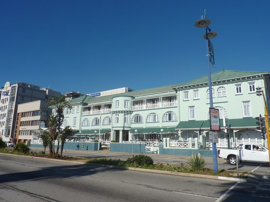Humewood Hotel : Pic of the hotel from the promenade opposite