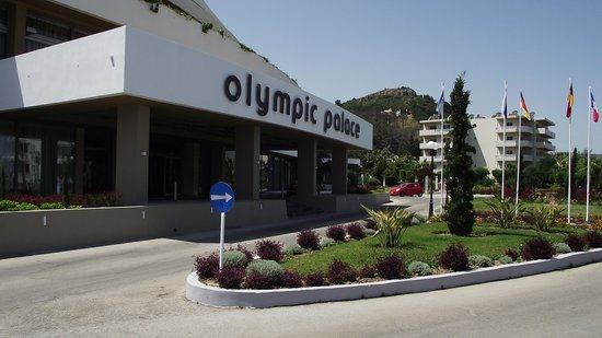 Olympic Palace Resort Hotel & Convention Center: hotel entry