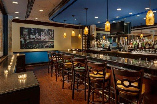 Crowne Plaza Hotel Englewood: Bar & Lounge