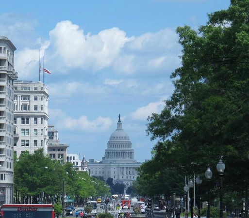 Explanada Nacional: Capitol Building