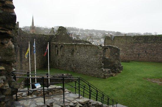 Rothesay Castle: Castle interior walls