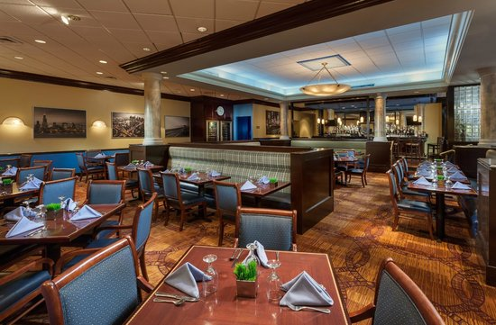 Crowne Plaza Hotel Englewood : Blue City Grille Restaurant