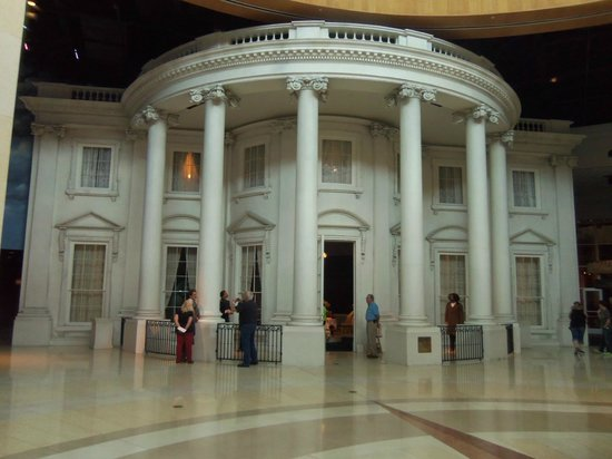 Abraham Lincoln Presidential Library and Museum : The White House