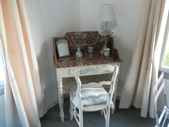 La Tourelle : Antique stone washstand upscaled