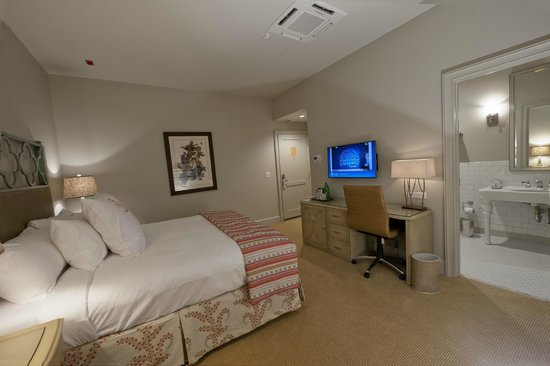 Southern Hotel: guestroom