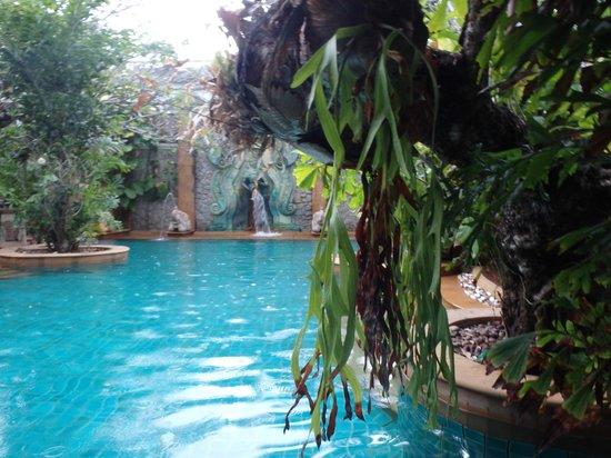 The Baray Villa : relaxing main pool
