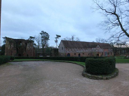 Kenilworth Castle : Tower & restaurant
