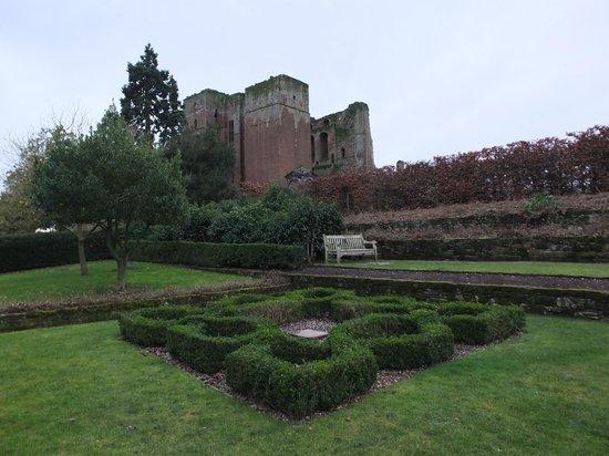 Kenilworth Castle : Castle & garden