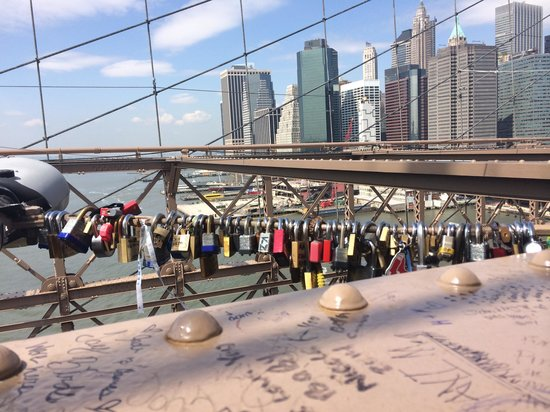 Free Tours by Foot: Lover's locks on the Brooklyn Bridge