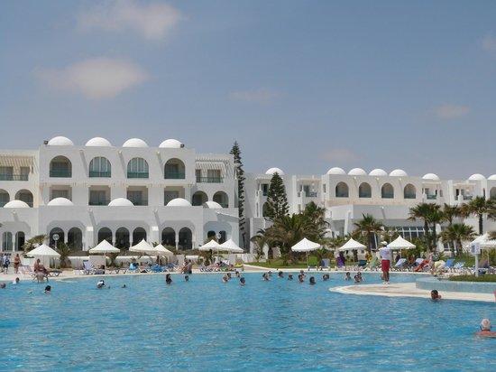 Vincci Helios Beach : Vue de la piscine