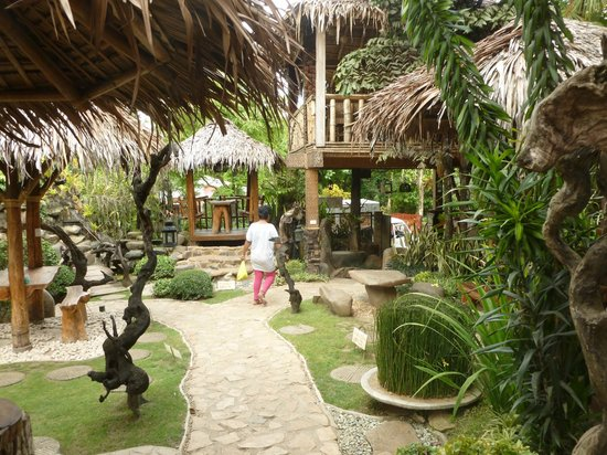 Sea Forest Resort : One of the many paths within the gounds
