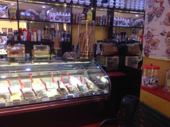 Gelateria al Bacio: banco gelato al Bacio