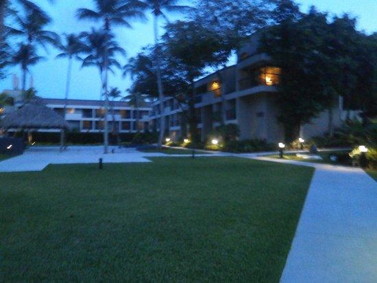 Shula's Hotel & Golf Club: Camino a las habitaciones