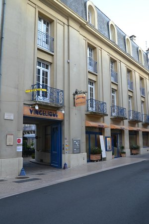 Vingelique: view from the street