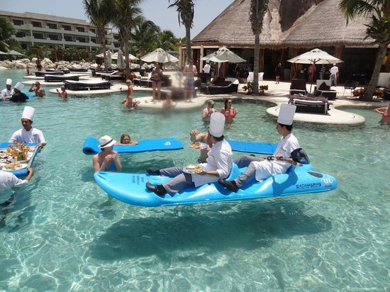 Secrets Maroma Beach Riviera Cancun: chefs bringing food to the pool
