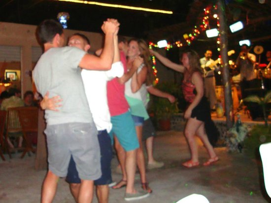 Wet Wendy's Margarita House and Restaurant: Dancing like fools
