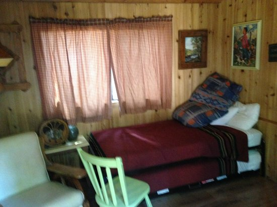 Lake of the Woods Resort: Hall with beds