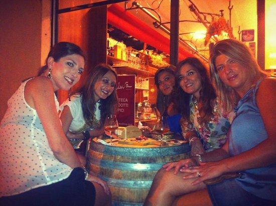 Enoteca Collova : Un aperitivo tra amiche...