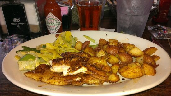 Daddy's Seafood & Cajun Kitchen: Blackened Red Snapper