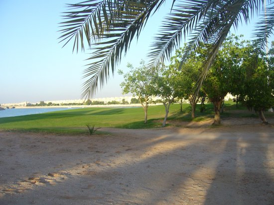 Hilton Al Hamra Beach & Golf Resort: area in front of the hotel