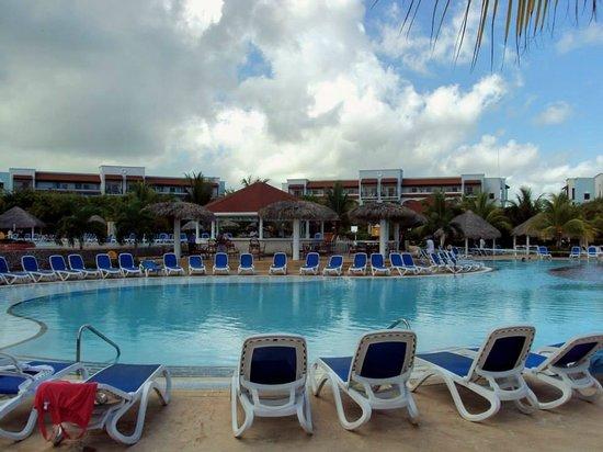 Memories Paraiso Azul Beach Resort : One of many pool area
