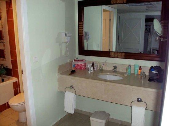 Memories Paraiso Azul Beach Resort : Bathroom