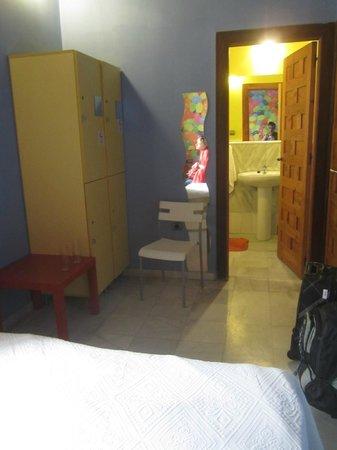 White Nest Hostel Granada: Интерьер номера