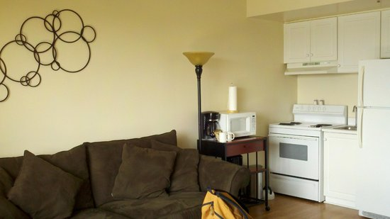 Riverview Suites: living room / kitchen