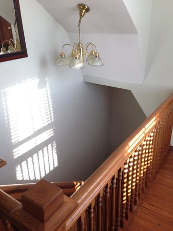 Surf Song Bed & Breakfast: Stairwell