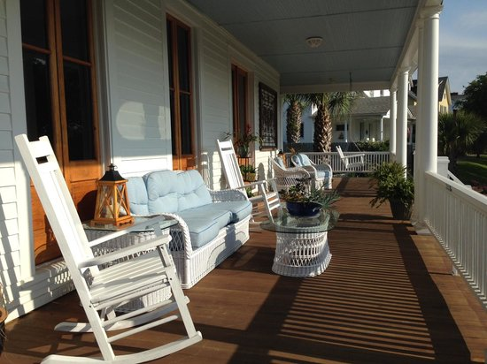 Surf Song Bed & Breakfast: Front portch