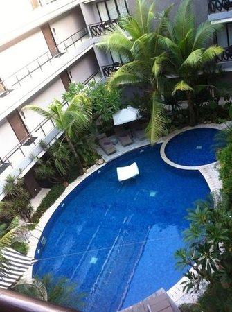 Amaroossa Suite Bali: the pool area