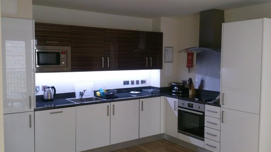 Staycity Aparthotels West End: amazing fully equipped kitchen