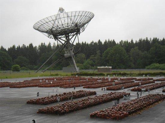 Kamp Westerbork: Sateliet bij stenen-monument