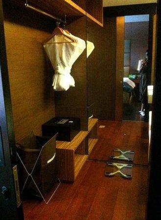 Amaroossa Suite Bali: the toilet in the room