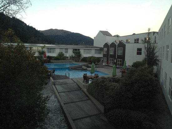 Mercure Resort Queenstown : Swimming pool and spa