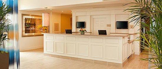 Hilton Garden Inn Portland Airport: Front Desk