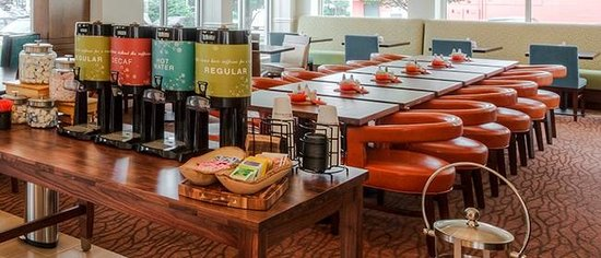 Hilton Garden Inn Portland Airport: Coffee Service Daily