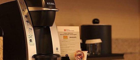 Hilton Garden Inn Portland Airport: Keurig Coffee Maker