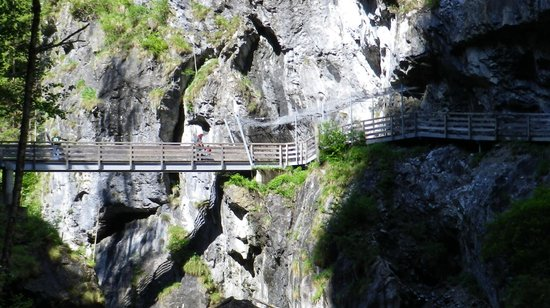 """Kitzlochklamm: die """"letzte"""" Brücke mit Gedenkstätte"""