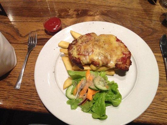 Mercure Resort Queenstown: Chicken Parmigiana