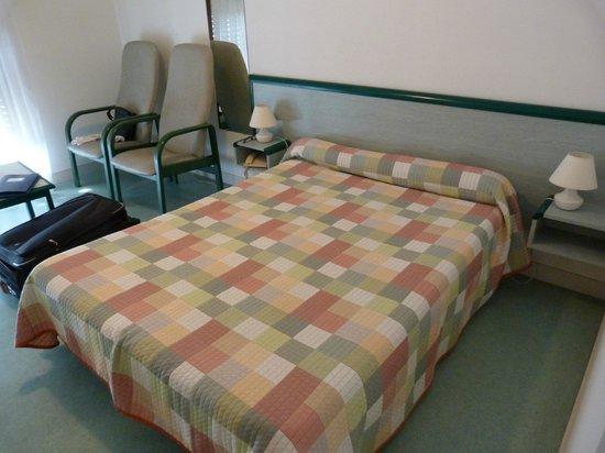 Espace Thermal : Chambre + fauteuils séjour