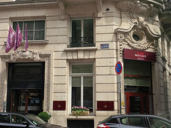 Mercure Lille Centre Grand Place : front of hotel (rue de bons enfants)