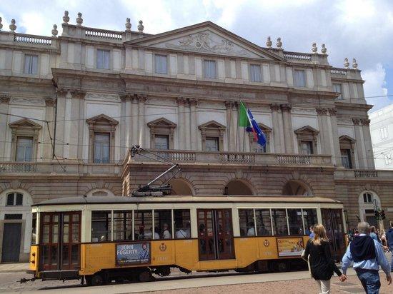 Scala de Milan (Teatro alla Scala) : Outside