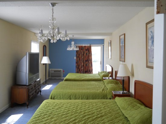 Aquarius Motels Triple Bed Room