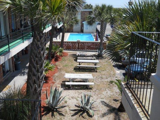 Aquarius Motels Av Pool View