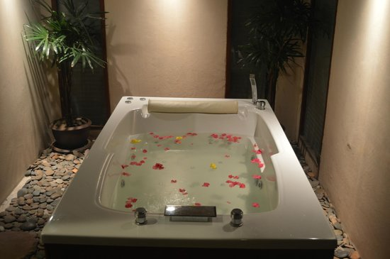 The Sarann: Spa bath in both Villa with Spa and Suite with Spa