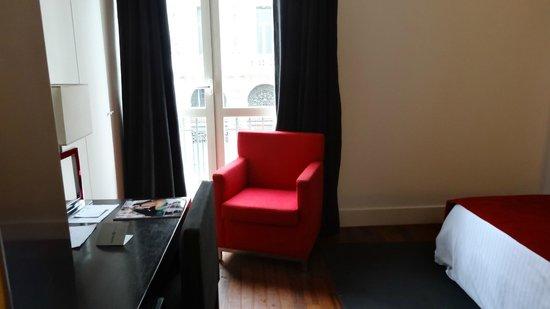 Quatro Puerta del Sol Hotel: room