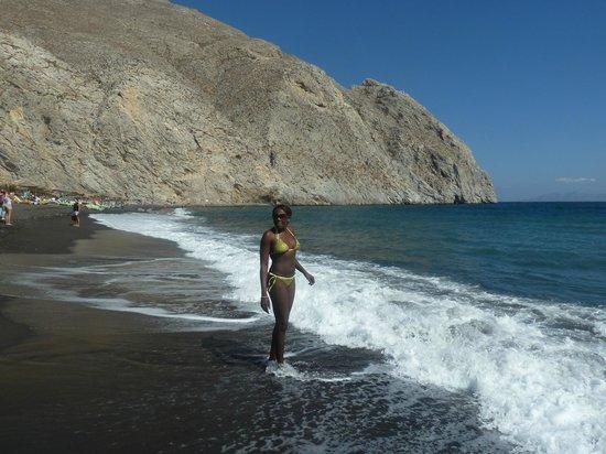 Irigeneia Hotel : The amazing Perissa beach close to the hotel